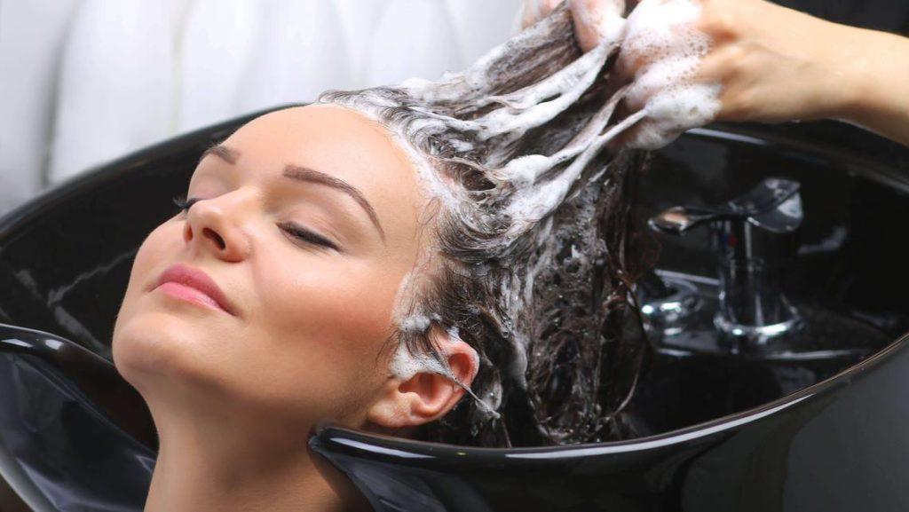 Beispiel Bild - Haare waschen bei Coiffure Velly